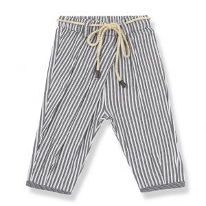 Pantalone a righe verticali grigie e bianche