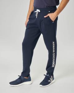 Pantalone blu in felpa con taschino e logo