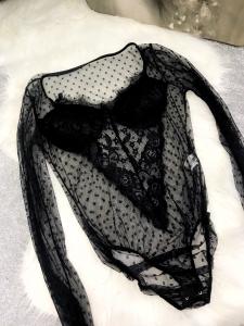 Body manica lunga in pizzo lavorato con coppe imbottite made in italy