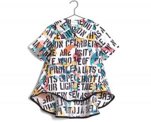 Camicia bianca con stampe fantasia multicolore e scritte nere