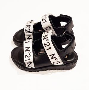Sandali neri con chiusure a velcro grigie