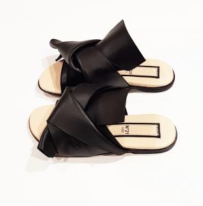 Sandali neri con fiocco