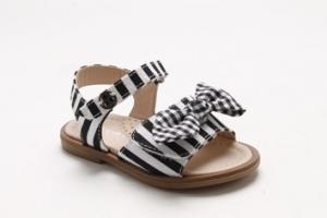 Sandali a righe bianche e nere con fiocco