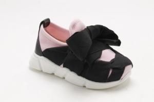 Scarpe nere e rosa con fiocco