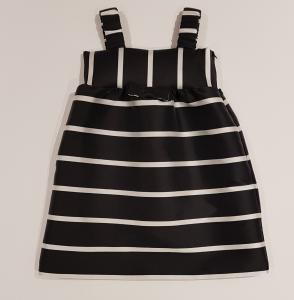 Vestito nero con righe bianche