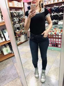 Jeans Janira con applicazioni nelle tasche davanti
