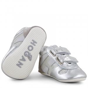 Scarpe argento con strappi