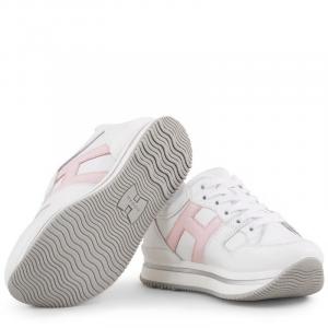 Scarpe bianche con logo rosa