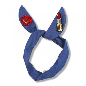 Fascia blu con stampa labbra e rossetto