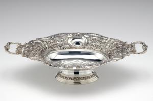 Fruttiera ovale con manici placcata argento stile cesellato sheffield cm.44x27x10h
