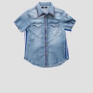 Camicia di jeans con toppa e bande blu e bianche