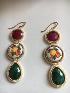 Orecchini in ceramica e pietra di smeraldo e rubino