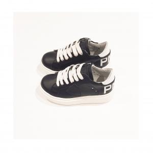 Scarpe nere con lacci, suola e talloni bianchi