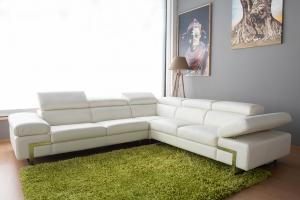 FERDIE - Divano angolare in pelle o tessuto bianco a 6 posti maggiorati con poggiatesta recliner manuali piedini cromati lucidi – Design moderno
