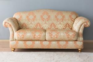 Divano classico in tessuto damascato con cuscini in piuma d'oca ed inserto in poliuretano - piedini in legno e foglia oro – Design vintage