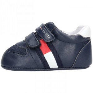 Scarpe blu con logo e strappi