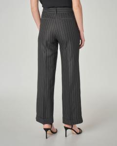 Pantaloni neri gessati in misto viscosa con risvolto