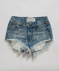 Pantaloncino di jeans con strappi