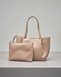 Shopping bag color taupe in pelle di vitello martellata con pochette interna