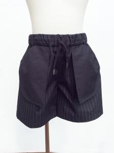 Pantaloncino nero con righe bianche