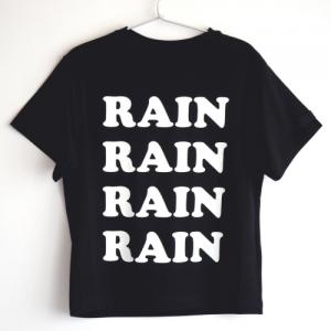 T-Shirt nera con stampa scritte bianche
