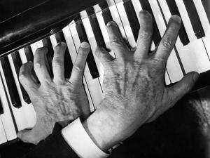 Le mani di Arthur Rubinstein sul pianoforte, 1958