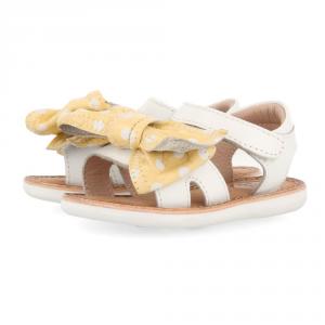 Sandali bianchi con fiocco giallo a pois bianchi