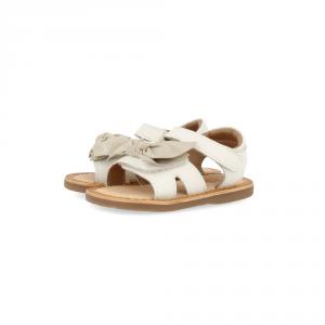Sandali bianchi con fiocco, suola marrone e velcro