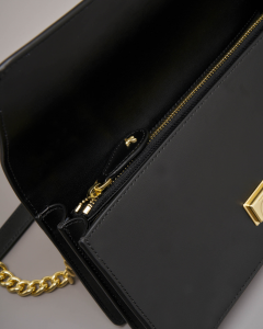 Love Bag nera in vera pelle con tracolla a catena