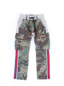 Pantalone di tuta grigio con fantasia camouflage