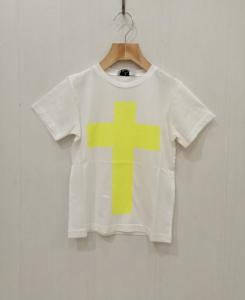 T-Shirt bianca con stampa croce giallo evidenziatore