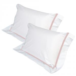 Coppia Cuscini con Elegante Set di 4 Fodere GRATIS in Morbido Cotone Bianco + Balza e Riga Rosa, 2 Guanciali 100% Memory Foam per dolori CERVICALI in Schiuma Ergonomica ANTIACARO