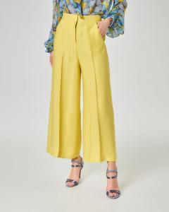 Pantalone giallo in crêpe di viscosa ampio lunghezza alla caviglia con piega in rilievo