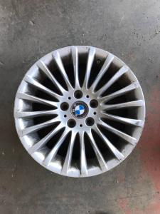 cerchio in lega usato originale BMW 320 E90 R17