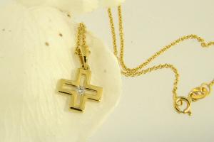Collana con Croce in Oro e Diamante