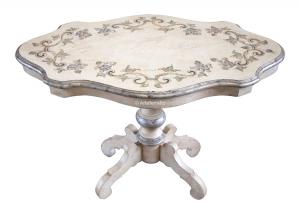Tavolino laccato e decorato