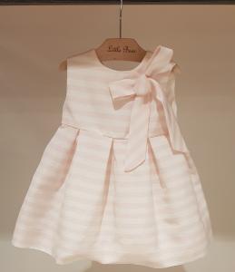 Vestito a righe rosa e bianche con fiocco