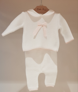 Completo bianco con fiocco e dettagli rosa