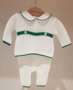 Completo bianco con dettagli verdi e bottoni