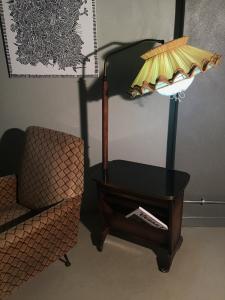 MOBILE PORTARIVISTE ANNI 40 CON LAMPADA