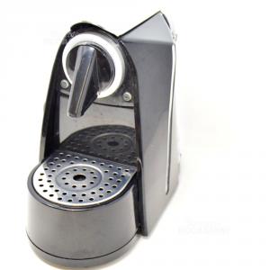 Macchinetta Da Caffè Nera Con Capsule Esempio