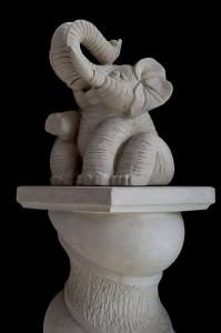 Statua elefantino  in pietra leccese lavorato a mano