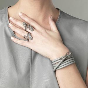 Bracciale in pelle con chiusura in diamanti grigi