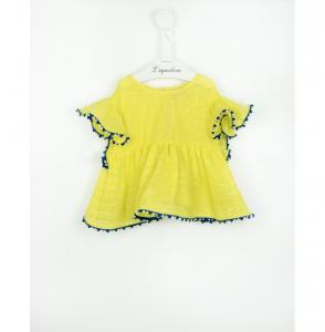 Blusa gialla con dettagli blu e pompon multicolore