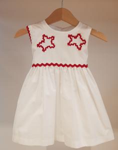 Vestito bianco con dettagli rossi