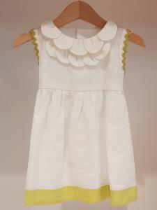 Vestito bianco con dettagli verdi acido