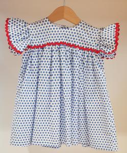 Vestito bianco con pois azzurri e dettagli rossi