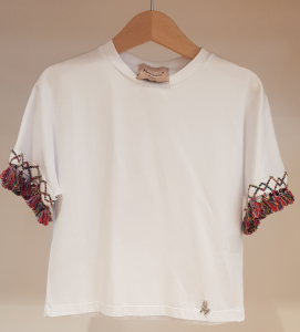 T-Shirt bianca con nappine multicolore