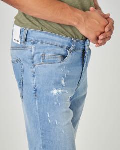 Bermuda denim con abrasioni lavaggio chiaro
