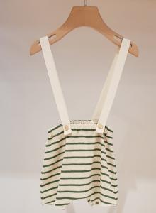 Pantaloncino latte con bretelle e righe verdi